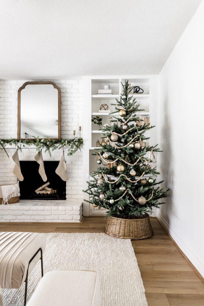 Modern Minimalistic Christmas Tree Decor Halfway Wholeistic